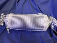 Povlak válce kanafas modrý proužek zdobený krajkou 1