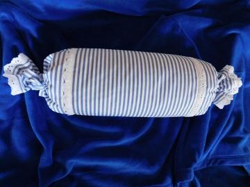 Povlak válce kanafas modrý proužek zdobený štykováním
