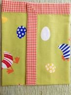 Napron Vajíčka na zelené - šitý lem